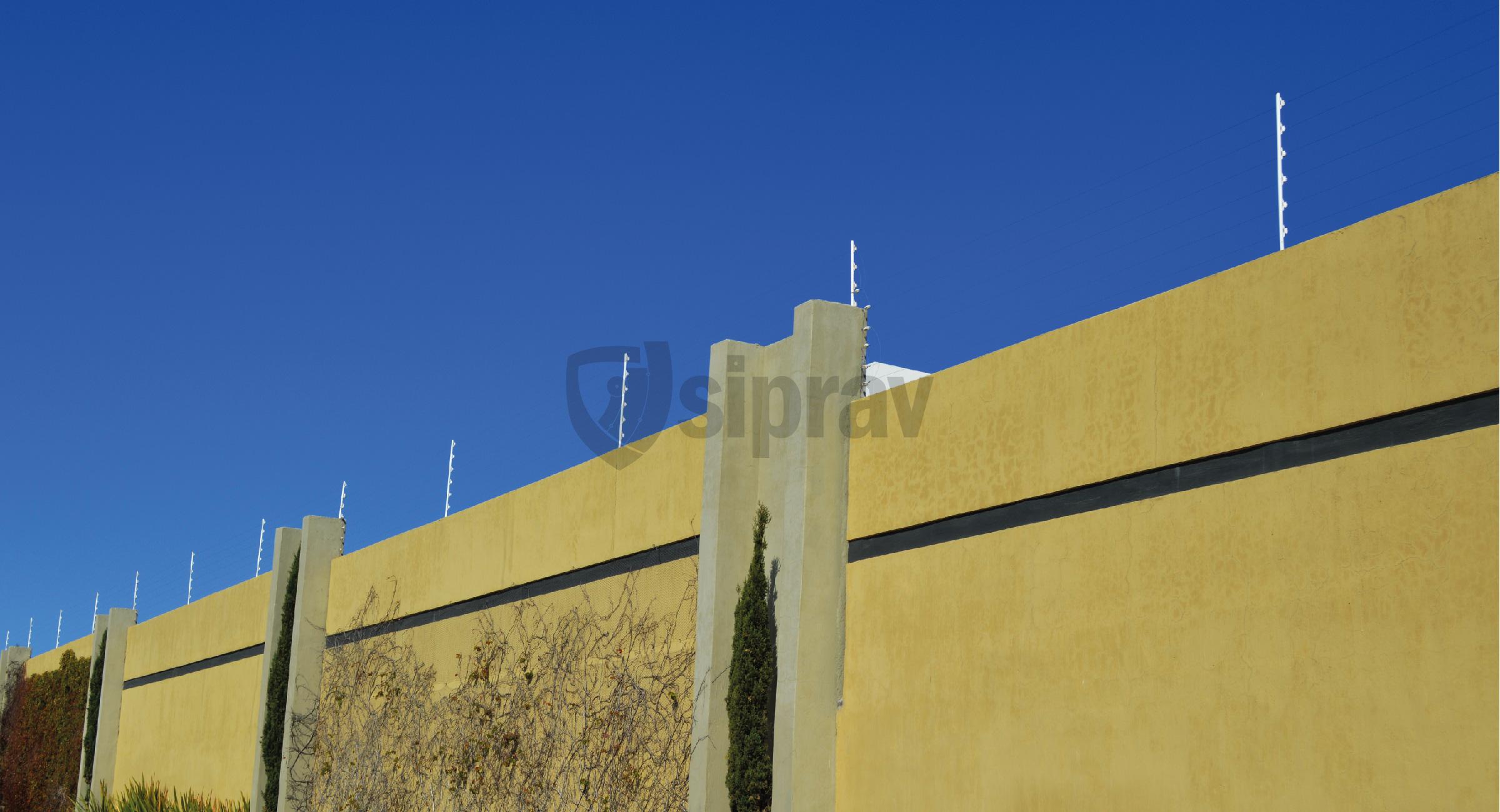 Cerco Eléctrico Cercas Eléctricas sobre muro.
